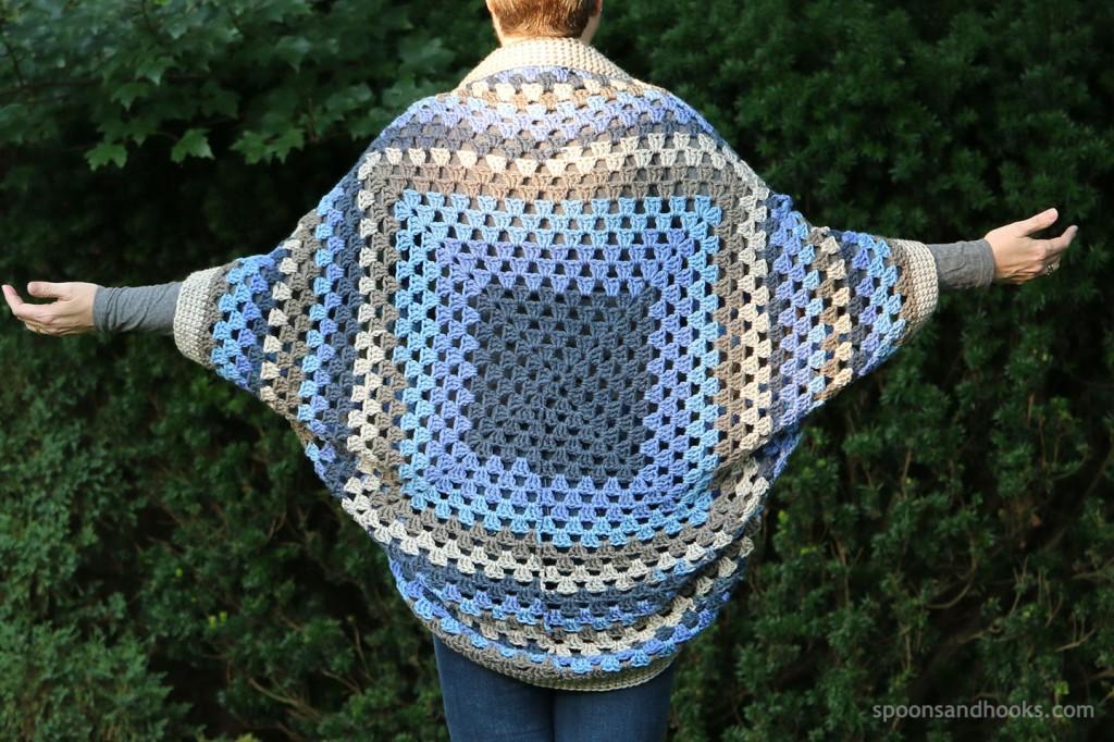 Free crochet pattern: Self-striping granny square cocoon cardigan