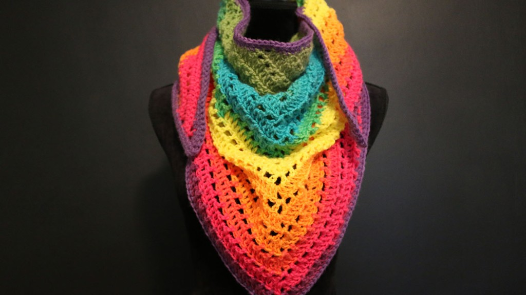 "Free crochet pattern: One ""mandala"" cake triangle scarf"