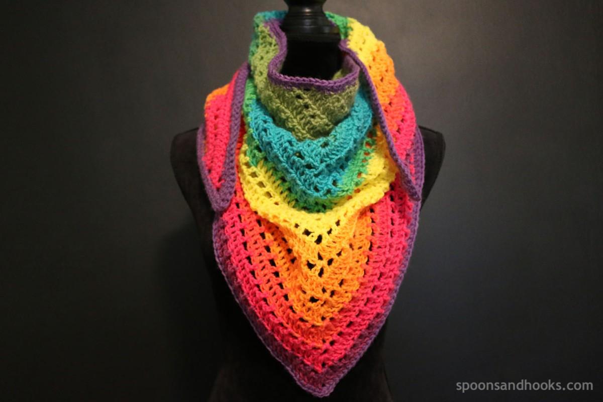"Free crochet pattern: One ""mandala"" cake triangle scarf – Spoons & Hooks"