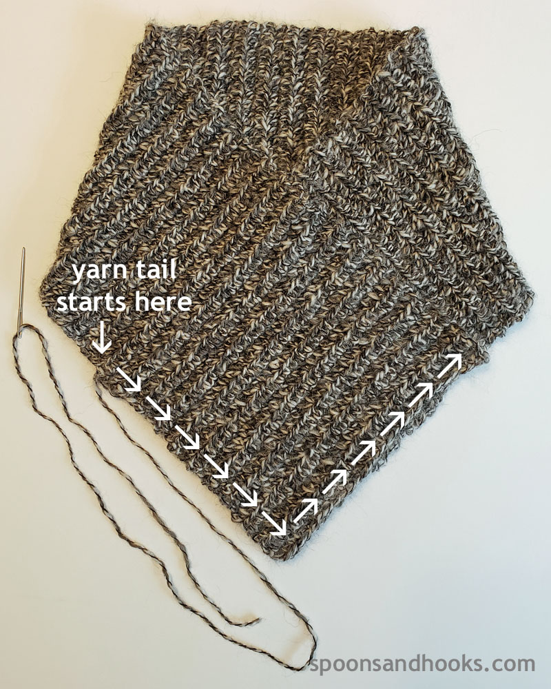 Free crochet pattern: Quick collared cowl - beginner friendly!